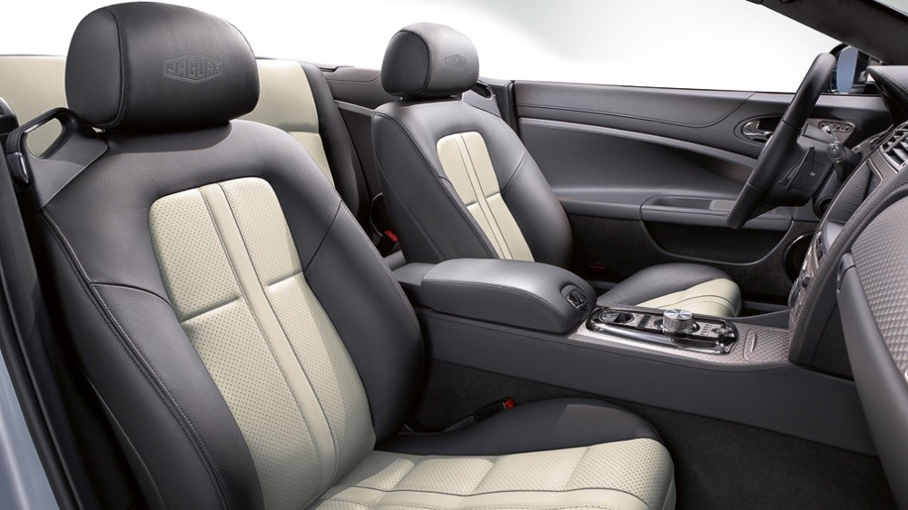 http://blogautomobile.fr/wp-content/uploads/2011/05/XKSpecial_edition_interior_charcoal_invory-1008x567.jpg