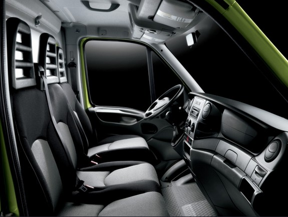 iveco le nouveau daily 2012 arrive vid o blog. Black Bedroom Furniture Sets. Home Design Ideas