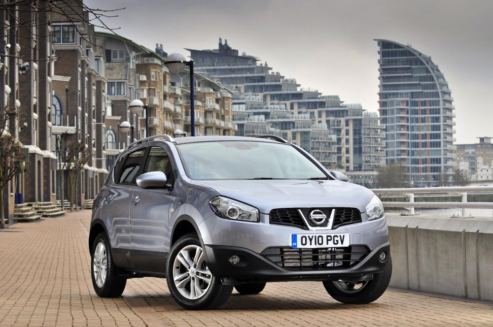 nissan qashqai ils sont sur les routes de l. Black Bedroom Furniture Sets. Home Design Ideas