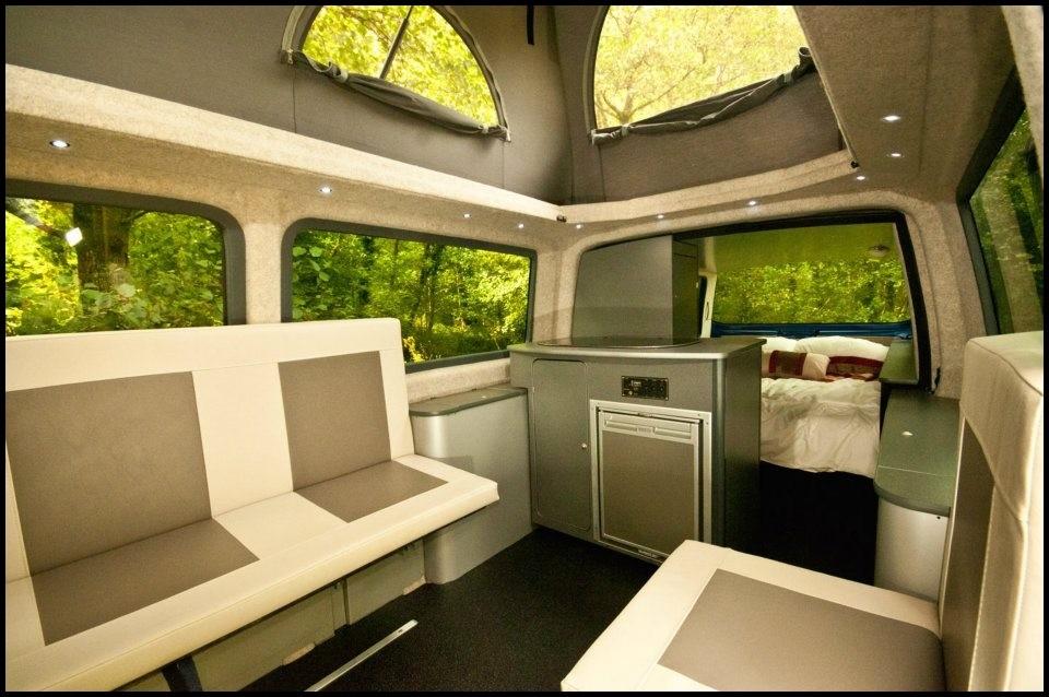 volkswagen t5 doubleback le couteau suisse des camping cars compacts vid o blog automobile. Black Bedroom Furniture Sets. Home Design Ideas