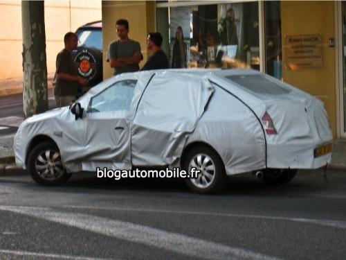 Renault Sanderos Tricorps