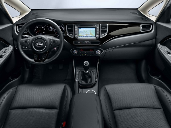 Photo Kia Carens interior 600x449 Kia Carens 2013 : La bonne allure