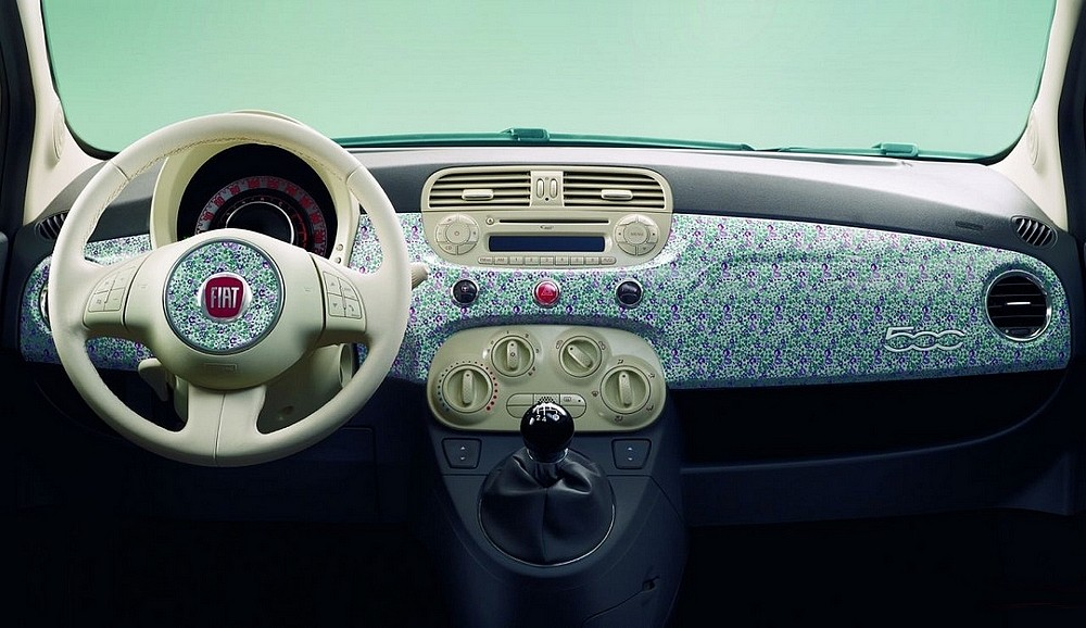 fiat 500 liberty art fabrics des fleurs pour f ter les 5 ans de la 500 vid o blog automobile. Black Bedroom Furniture Sets. Home Design Ideas