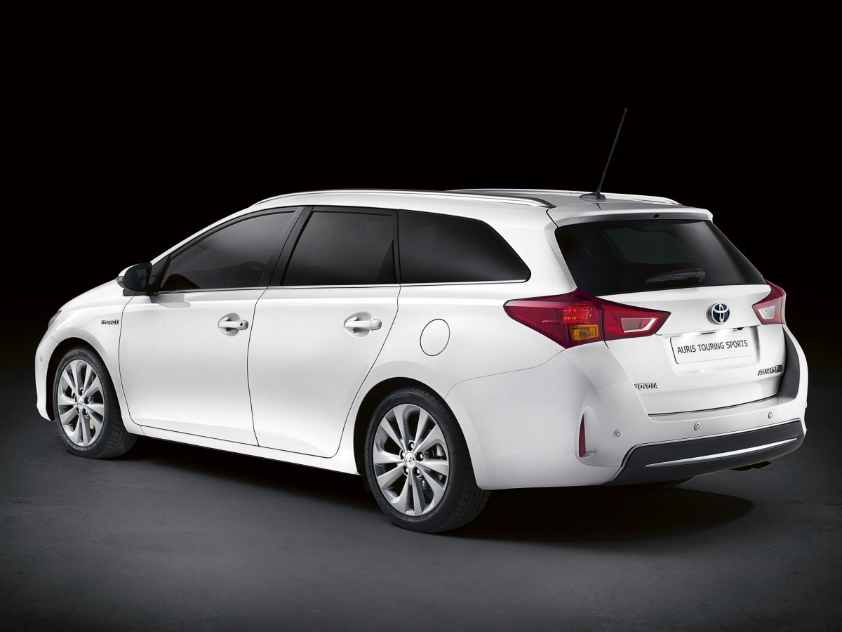 toyota auris touring sport break hybride vid o blog. Black Bedroom Furniture Sets. Home Design Ideas