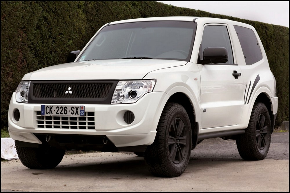 Mitsubishi-Pajero-Sport-Black