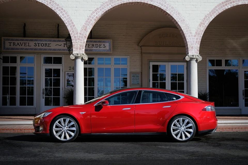 Tesla model-s-red-palosverde