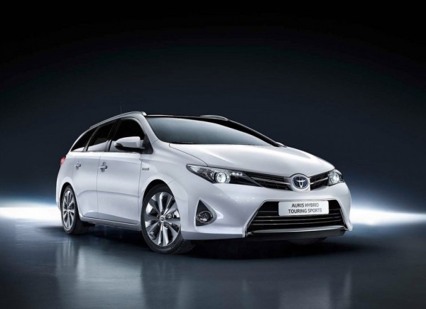 Toyota-Auris-Hybrid-Touring-Sports.0