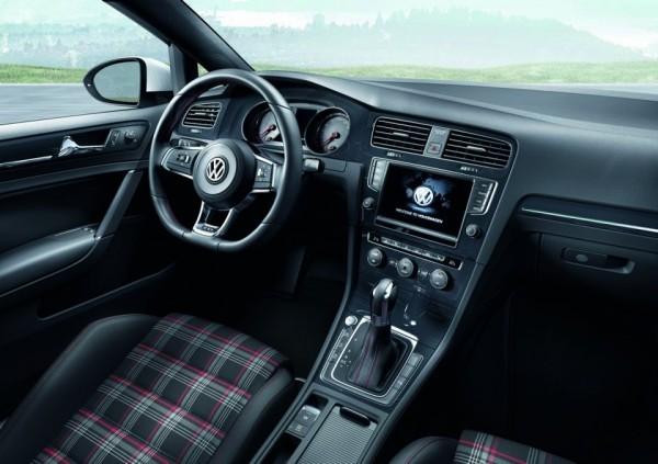 Volkswagen_Golf_GTI.5