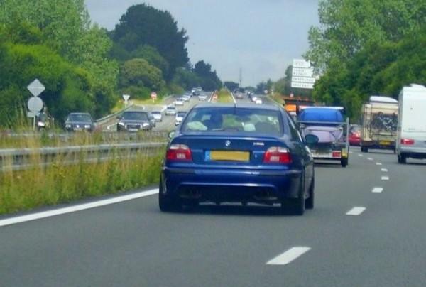 BMW sur l'autoroute