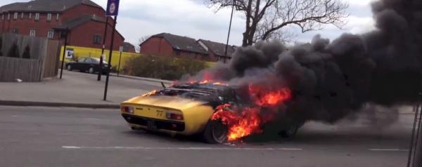 Lamborghini Miura en feu