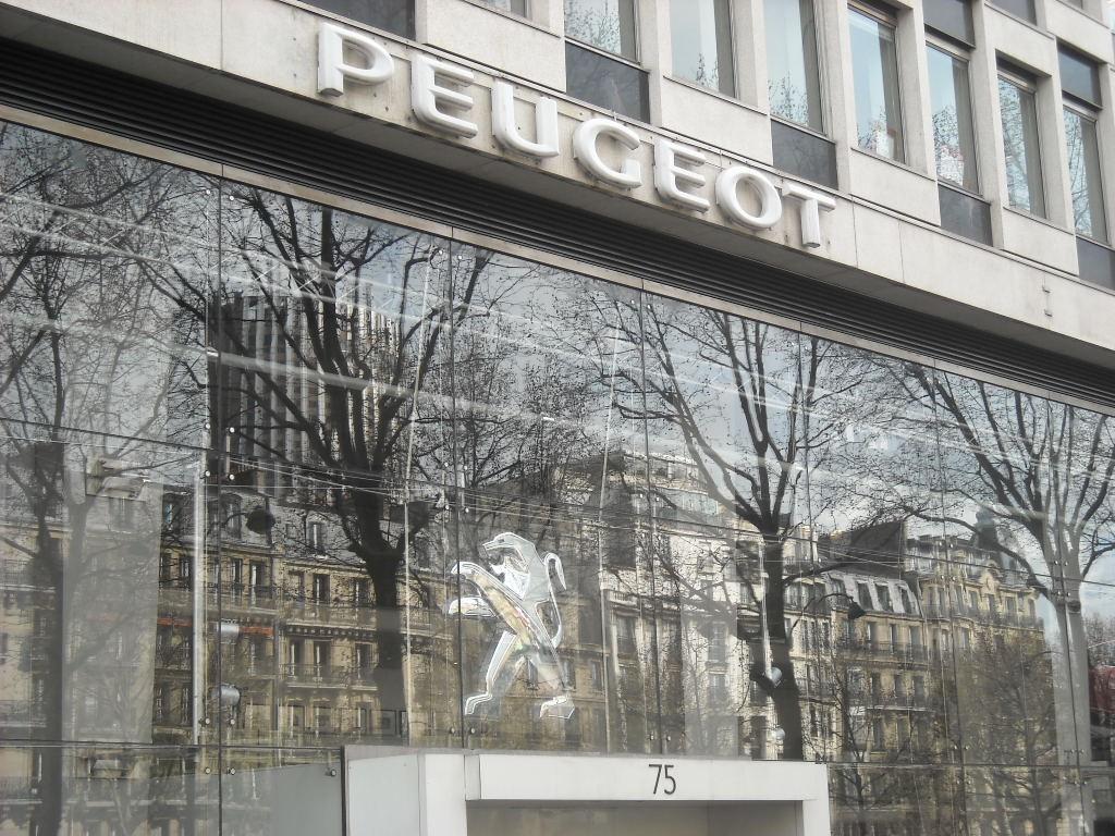 façade Peugeot Grande Armée (3)