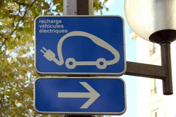 Panneau recharge véhicules électrique l mignaux