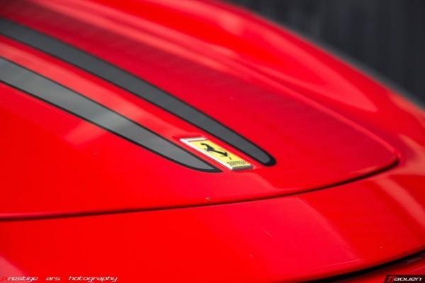 FJ et logo Ferrari