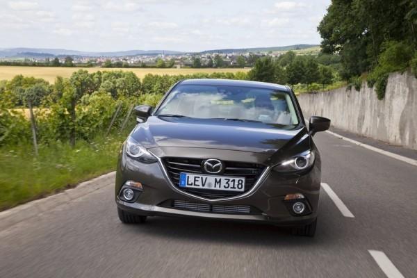 Nouvelle-Mazda3-Sedan.2