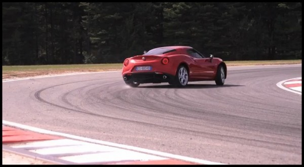 Chris Harris teste l'Alfa Romeo 4C