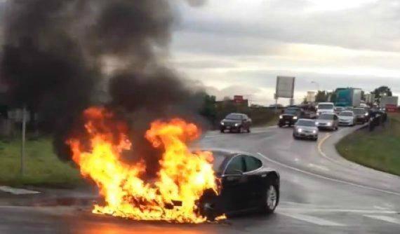 Tesla Model S en feu