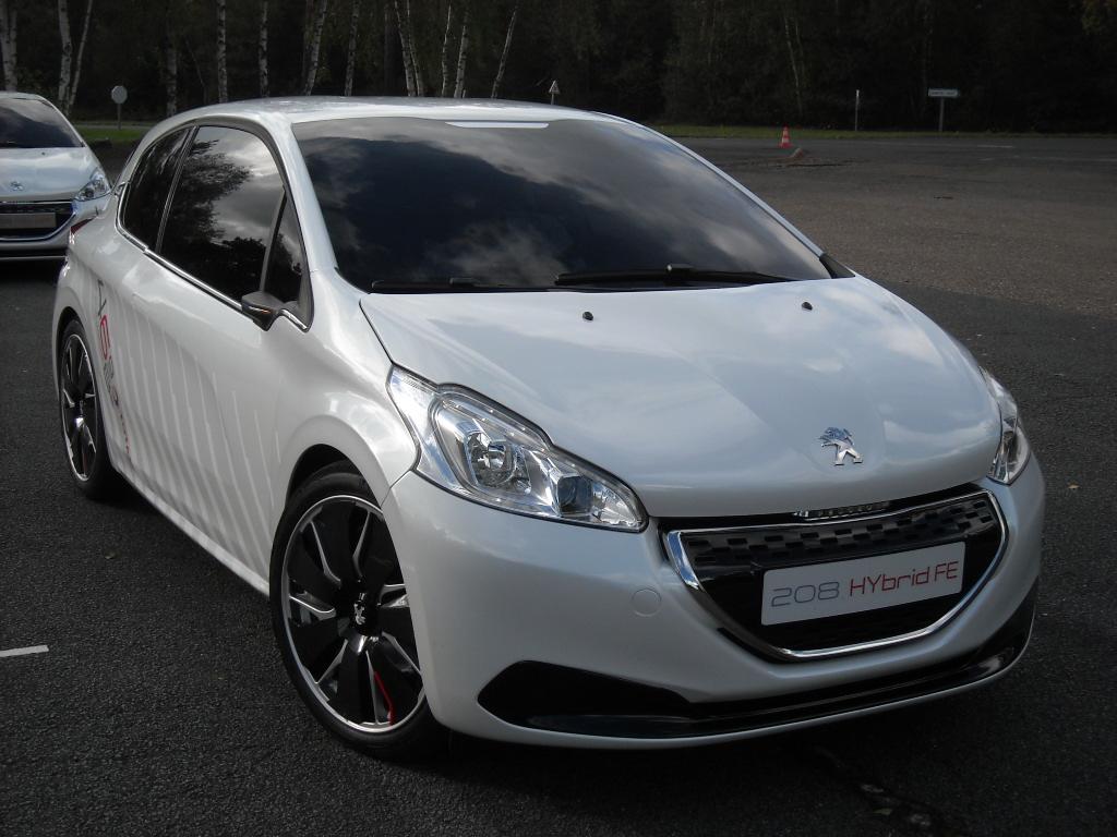 Peugeot 208 HYbrid FE (1)