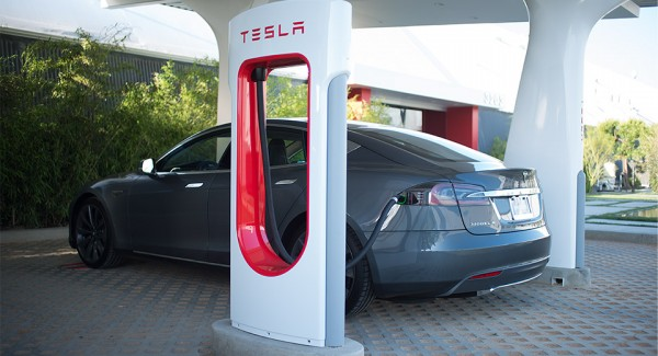 Tesla Motors superchargeur.5