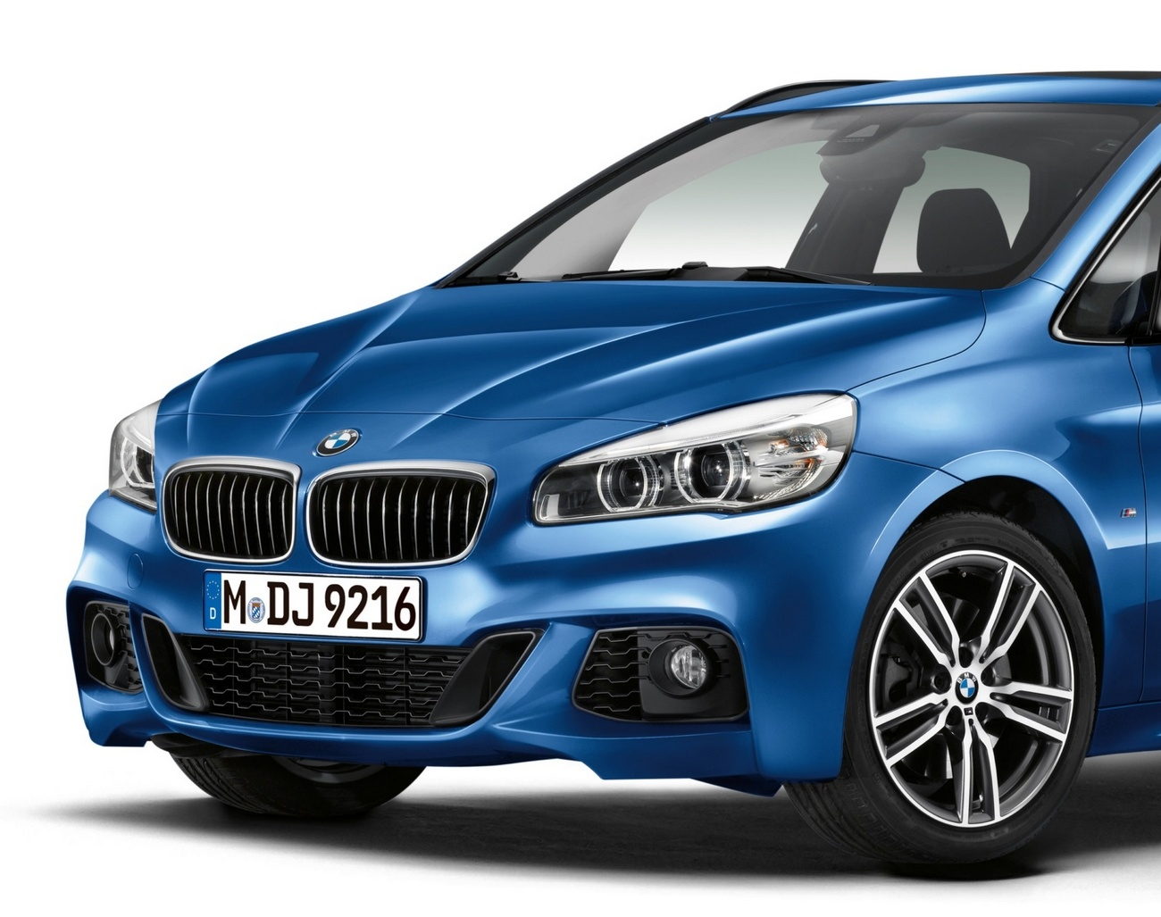 nouvelle bmw 225i active tourer pack sport m un p 39 tit look sport pour la voiture de la famille. Black Bedroom Furniture Sets. Home Design Ideas
