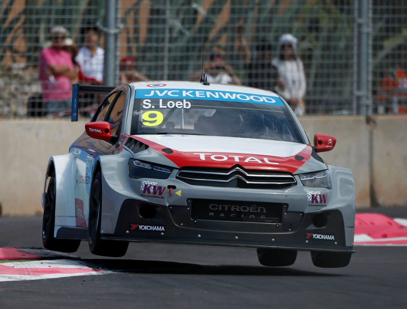 WTCC-Citroen-flying-Loeb