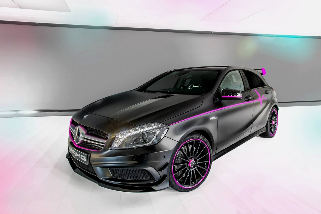 mercedes benz a45 amg erika en attendant la version pour les gar ons blog automobile. Black Bedroom Furniture Sets. Home Design Ideas