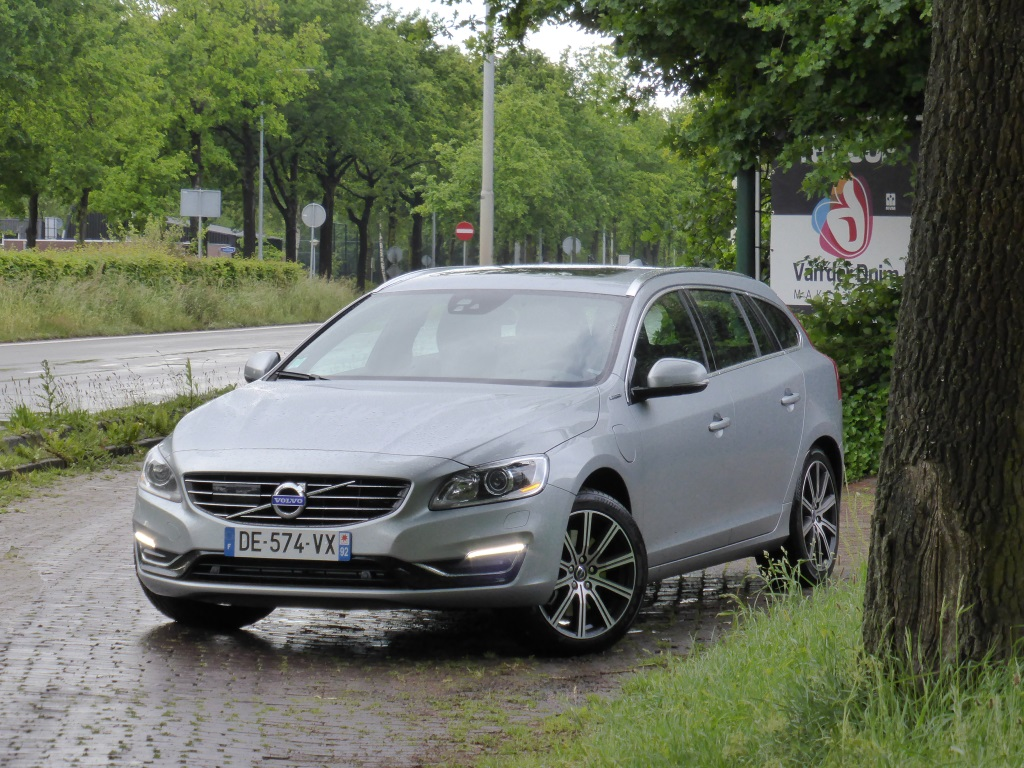essai volvo v60 d6 awd plug in hybrid turn green blog automobile. Black Bedroom Furniture Sets. Home Design Ideas