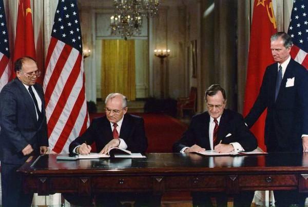 Gorbachev_Bush_19900601