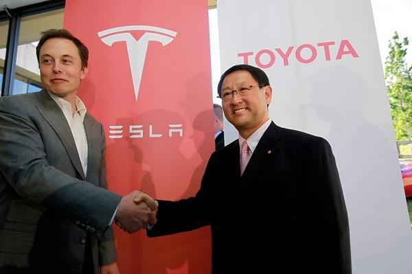 Tesla -Elon Musk et Akio Toyoda en 2010