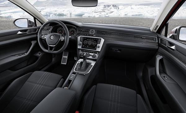 S7-Salon-de-Geneve-2015-Volkswagen-Passat-Alltrack-la-rurale-345576