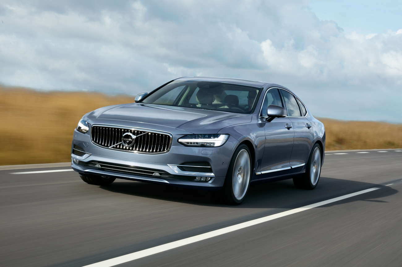 170411_Location_Front_Quarter_Volvo_S90_Mussel_Blue