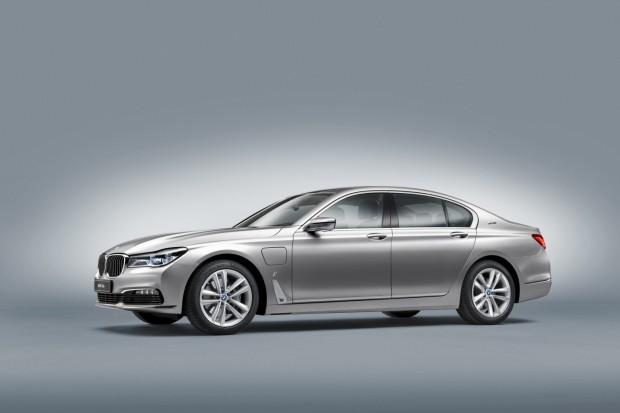 BMW 740e - 06