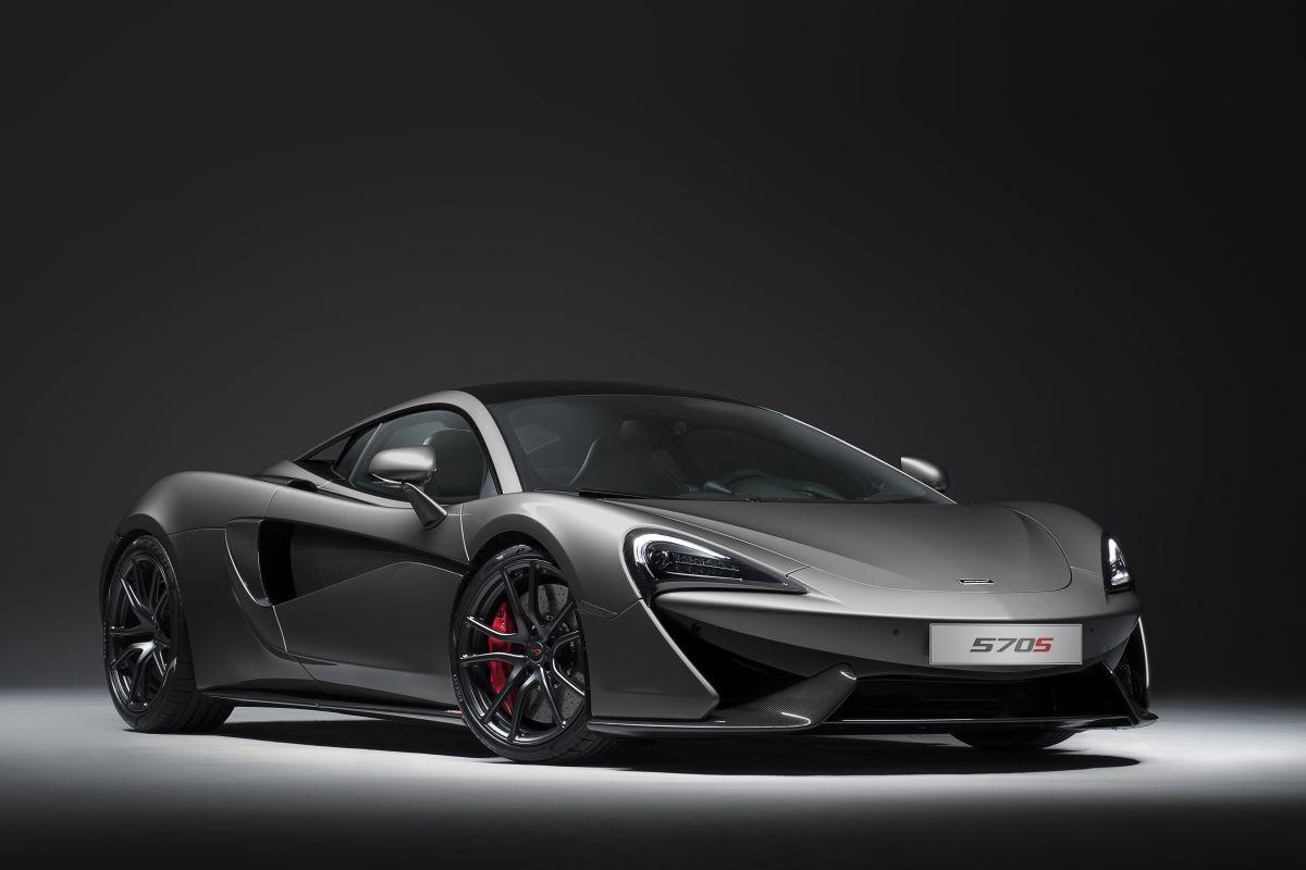"""McLaren vient de présenter un """"Track Pack"""" pour sa 570S. Au programme : une perte de poids de 25 kg grâce à une abondance de carbone, un meilleur appui aérodynamique et une télémétrie reprise des extrêmes P1 et 675LT (?). En revanche, aucun changement mécanique. Disponible pour £16,500 (prix français non communiqué) à partir de janvier prochain."""