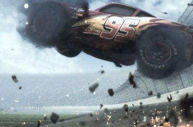 """Le premier """"teaser"""" de Cars 3 a été diffusé cette semaine. Pas grande de révélé à part Flash McQueen mis en très délicate posture, c'est le moins que l'on puisse dire!  On peut aussi apercevoir une mystérieuse voiture, de toute évidence électrique, courir sur l'anneau de Nascar... Pour retrouver la courte bande annonce, c'est par ici  : https://youtu.be/io2x9mqFrkA"""