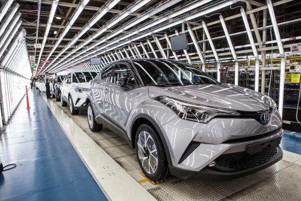 Ce mercredi 9 novembre, Toyota lançait la production du C-HR. Ce nouveau crossover compact devient le huitième modèle Toyota construit en Europe. En effet la ligne d'assemblage se fait au sein de l'usine Toyota Motor Manufacturing Turkey, à Sakarya en Turquie.