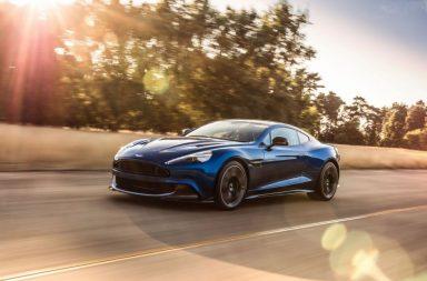 On continue avec le Los Angeles Auto Show, riche en nouveautés. La Vanquish d'Aston Martin n'est pas encore morte et sa remplaçante n'est attendue que pour 2018. Le constructeur apporte donc quelques chevaux supplémentaires au V12 6.0 (de 576 ch à 600 ch) et quelques subtiles modifications intérieures et extérieures avec cette version S.