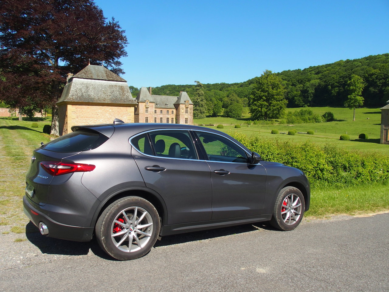 essai le tour de l alfa romeo stelvio 2 2 210 ch at8 q4 en 10 questions blog automobile. Black Bedroom Furniture Sets. Home Design Ideas